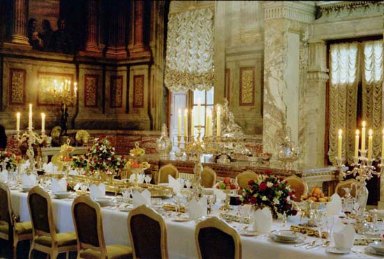 Dinner in the palace of perversion